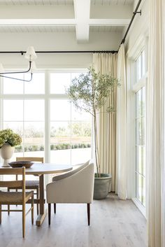 The Shade Store& Tailored Pleat Drapery in Luxe Linen Oyster feels right at home in this elegant dining room by Studio McGee. Elegant Dining Room, Dining Room Design, Furniture Styles, Furniture Sets, Estudio Mcgee, Style At Home, Dining Room Windows, Dining Rooms, Dining Room Drapes