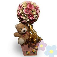 Arreglo Tierno Amor Liquor Bouquet, Candy Bouquet, Valentine Day Crafts, Easter Crafts, Valentine Flower Arrangements, Chocolate Bouquet, Diy Crafts For Gifts, Creative Decor, Paper Flowers