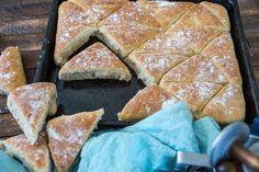Trekanter i långpanna (Fredrik Fika) A Food, Food And Drink, Fika, Cheese, Homemade, Baking, Breakfast, God, Morning Coffee