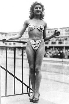 The modern bikini was introduced in Paris, 1946 by engineer Louis Reard and fashion designer Jacques Heim. Reard took the name from the Bikini Islands, where the atomic bomb was being tested that summer. Fashion In, Moda Fashion, Fashion History, Vintage Fashion, Fashion Design, French Fashion, Vintage Style, Carmen Miranda, Bikinis
