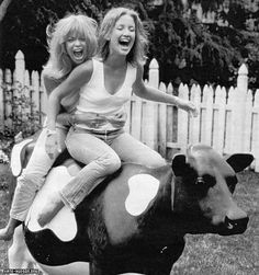 Goldie Hawn and Kate Hudson. Mother and daughter. Reminds me of my daughterChristie & our laughter & fun always! Kate Hudson, Pretty People, Beautiful People, Gorgeous Women, Goldie Hawn, Sophia Loren, Famous Faces, Your Best Friend, Make Me Smile
