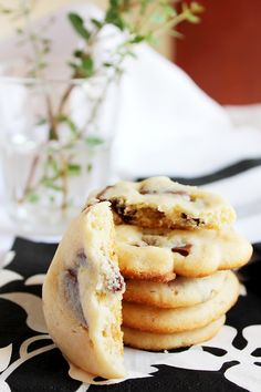 sweetened condensed milk cookies 79 calories each :D Condensed Milk Desserts, Condensed Milk Cookies, Sweet Condensed Milk, Egg Free Recipes, Sweet Recipes, Cookie Recipes, Amish Recipes, Baking Recipes, Yummy Recipes