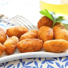 Five delicious croqueta recipes: Cranberry Croquettes, Tuna Croquettes, Chard Croquettes, Chicken Croquettes, and Ham Croquetas. Croquettes Recipe, Potato Croquettes, Salsa Bechamel, Cuban Recipes, Potato Dishes, Appetisers, Side Dish Recipes, Side Dishes, I Love Food