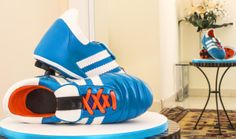 Football Boots Cake Course - Learn to make this and 100's more online at the Paul Bradford Sugarcraft School #caketutorials #sugarcraft
