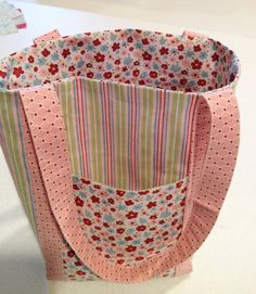 From My Pad to Yours: Fabric Frenzy - Fat Quarter Tote Bags