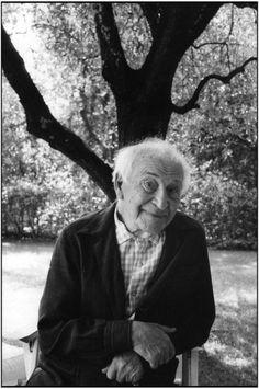 birdsong27:  Marc Chagall, Saint-Paul de Vence, France, 1980 (via) Martine Franck/Magnum photos