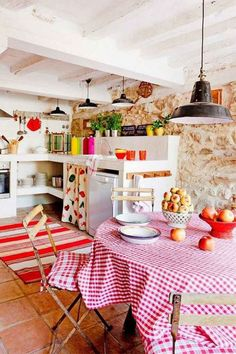 Country Kitchen Design Ideas: Some kitchens are made to be admired at a distance; country kitchens are made to be used. See the entire range of country kitchen style in this photo gallery Kitchen Decor Themes, Kitchen Colors, Kitchen Ideas, Design Kitchen, Küchen Design, House Design, Design Ideas, Small Apartment Organization, Organization Ideas