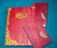 Reliure papier recyclé et feuilles.