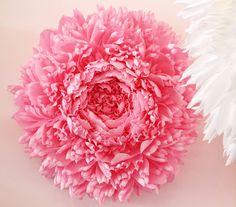 Giant-Paper-Flowers-by-Tiffanie Turner-2