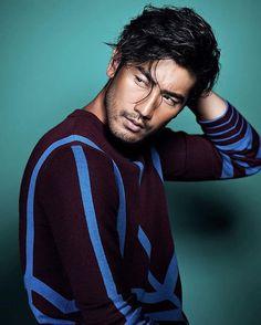 ça pique, n'est-ce pas? Shadowhunter Alec, San Myshuno, Godfrey Gao, Male Poses, The Villain, Male Face, Attractive Men, Good Looking Men, Asian Men