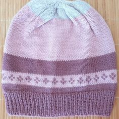 The yarn is a blend of wool and acrylic. A soft and warm hat in a beautiful color perfect for everyone. Alpaca Wool, Hats For Women, Mittens, Hand Knitting, Wool Blend, Knitted Hats, Elegant, Red, Ebay