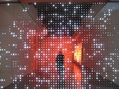 Leo Villareal LED installation - wouldn't this be fab in one of our large rooms at the Feed & Grain? Interactive Walls, Interactive Installation, Interactive Design, Op Art, Light Art Installation, Art Installations, Instalation Art, Tv Wand, Lighting Concepts