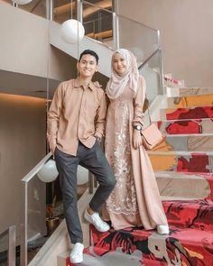 Image may contain: 2 people Hijab Gown, Kebaya Hijab, Kebaya Dress, Dress Pesta, Kebaya Muslim, Muslim Fashion, Hijab Fashion, Fashion Dresses, Fashion Couple