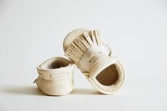 Penny Loafer, ivory and mother of pearl Hand painted baby shoes. Chrome-free, vegetable tanned leather baby moccasins handmade in the USA using baby safe, toxin-free food grade dyes. Organic leather crib shoes by Lex and Liv. Crib Shoes, Baby Shoes, Leather And Lace, Tan Leather, Little Girl Fashion, Kids Fashion, Cotton Drawstring Bags, Baby Moccasins, Stylish Baby