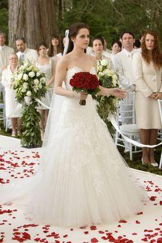 Bella Swan Wedding Dress In Her Dream Twilight Saga Series, Twilight Edward, Twilight Breaking Dawn, Twilight Series, Twilight Movie, Breaking Dawn Wedding, Twilight Saga Quotes, Breaking Bad, Bella Swan Wedding Dress