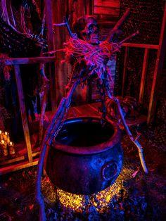 Amazing DIY Halloween Outdoor Lighting Ideas - All For Light İdeas Voodoo Halloween, Halloween Graveyard, Scary Halloween Decorations, Diy Halloween Decorations, Halloween Diy, Halloween Stuff, Garage Halloween Party, Halloween Yard Props, Voodoo Party