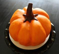 It may look like a legit pumpkin, but instead of the messy, stringy insides you'll only find sugar and buttercream. That's right: we put a sweet spin on our favorite fall gourd, sculpting a pumpkin-shaped cake that's sure to impress a crowd. Your turn! Pumpkin Shaped Cake, Iced Pumpkin Cookies, Pumpkin Bundt Cake, Pumpkin Cake Recipes, Pumpkin Spice Cake, Baked Pumpkin, Pumpkin Dessert, A Pumpkin, Pumpkin Carving