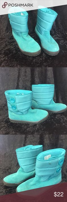 """Lands End blue teal boots suede w buttons 8.5 Lands End boots in size 8.5. (True to size) The color is a blue teal aqua color. I have an issue with buying boots and I just need to let them go. Slight boot addict here... 😏 There is a small stain on the left boot but I have not tried to remove it. Boots are accented with two big buttons on the side. Total height is 8 1/4"""". Thank you for looking. Lands' End Shoes Winter & Rain Boots"""