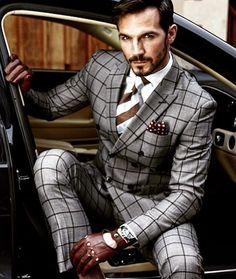 Mens suit fashion dapper gq classic man suit mens suits gq men in 2019 mens Mens Fashion Blog, Fashion Mode, Mens Fashion Suits, Man Fashion, Mens Suits Style, Suit Styles, Prep Fashion, Fashion Hats, Fashion Styles