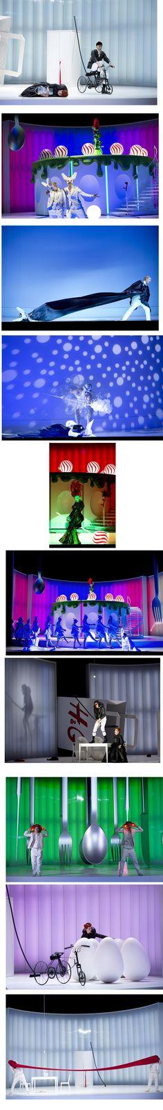 Komische Oper Berlin Hansel and Gretel Engelbert Humperdinck Musical Direction:Kristiina Poska Stage Design and Costumes:Reinhard von der Thannen Lighting:Franck Evin Video:Björn Verloh