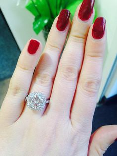 Most perfect ring I've ever seen! This Boodles Halo ring, so so sad when it went!