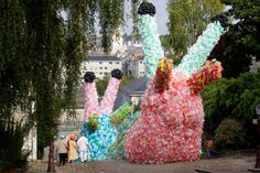 Florentijn Hofman | Slow Slugs  Angers (FR) 2012  2 pieces of 18 x 7,5 x 5 meters   Metal, football nets, and 40.000 plastic bags