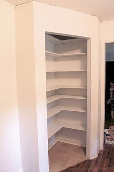 Fügen Sie Raum & Komfort mit einer einfachen DIY Pantry hinzu Add space and convenience to your small kitchen with this simple DIY pantry! It has floor to ceiling shelves, a door and it fits perfectly into a corner. - Own Kitchen Pantry Diy Kitchen Storage, Diy Storage, Pantry Diy, Pantry Ideas, Closet Ideas, Storage Organization, Corner Pantry Organization, Corner Pantry Cabinet, Kitchen Decor