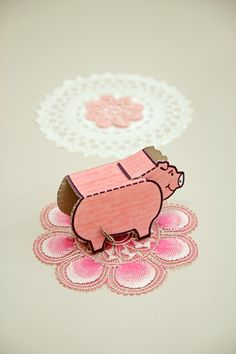 Blog | Karen Barbé | Textileria: Pig, pink and beads