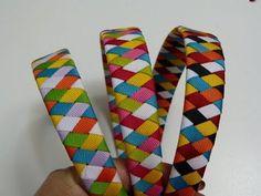 Como hacer Diadema Tejida Nudos Ysabel Pap, How to make Knitted Headband Knots Bow Hairband, Ribbon Headbands, Ribbon Hair Bows, Hair Bow Tutorial, Headband Tutorial, Ribbon Art, Ribbon Crafts, Silk Thread Bangles Design, Baby Girl Hair Bows