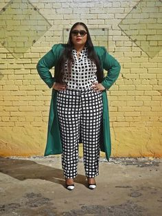 I don't think I would do the pants. Plus size fashion blogger Kiah of fromthereztothecity.blogspot.com rocking graphic black and white.
