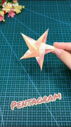 Instruções Origami, Paper Crafts Origami, Easy Paper Crafts, Oragami, Easy Origami Star, Origami Wall Art, Easy Origami Flower, Diy Crafts Hacks, Diy Crafts For Gifts