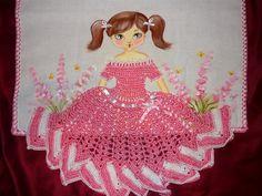 Lada Crochês e Pinturas: Boneca com vestidinho de crochê!