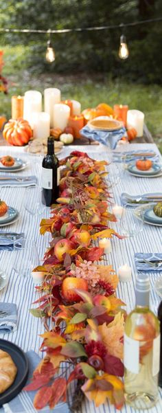 Fall Home Decor: Design tips and autumn decorating ideas. Find information and tons of fall decor curated by interior designer Tracy Svendsen. Fall Festival Decorations, Natural Fall Decor, Apple Table, Autumn Decorating, Decorating Ideas, Lunch Table, Apple Decorations, Outdoor Table Settings, Fall Home Decor