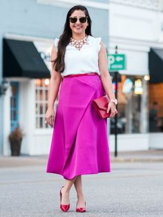 Lifestyle blogger Yasmin Hakim of Bangles & Bungalows in Finery London Skirt