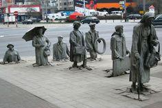 5. Escultura de los transeúntes anónimos, en Wroclaw, Polonia