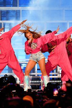 Beyoncé Beychella 21st April 2018 Cute Celebrities, Celebs, Queen B Beyonce, Beyonce Coachella, Mariah Carey Pictures, Kim Kardashian Kanye West, Beyonce Knowles, Lady Gaga, Girl Crushes