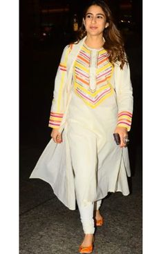Sara Ali Khan chooses a desi look while on the go! Wearing Gulabo by Abu Sandeep, available at Pernia's Pop-Up Shop. WhatsApp us now for personal shopping experience! Dress Indian Style, Indian Wear, Indian Outfits, Western Outfits, Casual Indian Fashion, Turkish Fashion, Kurti Neck Designs, Kurti Designs Party Wear, Simple Indian Suits