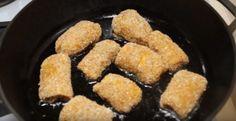 Rulouri din piept de pui cu brânză topită și usturoi. Vă vor cuceri de la prima îmbucătură! - Retete-Usoare.eu Sausage, Meat, Food, Beef, Meal, Sausages, Essen, Hoods, Meals