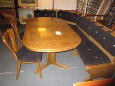 Eckbank mit Tisch und stühle bei HIOB Muttenz http://hiob.ch/schnaeppchen/eckbank-mit-tisch-und-stuehle #Schnäppchen #Trouvaille