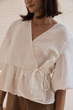 Blusas Crop Top, Diy Clothes, Clothes For Women, Looks Street Style, Silk Wrap, Wrap Blouse, Linen Blouse, Couture, Mode Inspiration
