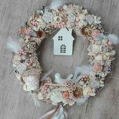 Christmas Advent Wreath, Christmas Diy, Christmas Decorations, Holiday Decor, Easter Wreaths, Holiday Wreaths, Diy Wreath, Door Wreaths, Recycled Crafts