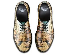 The Triumph of Camillus by 15th century Italian Renaissance painter, Di Antonio captures a post-battle parade with the hero who freed Rome. The classic 3 eye Dr. Martens shoe and signature air cushioned sole may not have changed over the years but we like to mix it up wherever possible with new finishes and colours. A great addition to our Reinvented range, which plays with history to create something new.