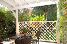 The studios offer little verandas facing Spiti Prifti Garden