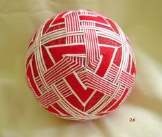 Christmas Baubles, Christmas Decorations, Holiday Decor, Crafts To Make, Arts And Crafts, Temari Patterns, Mandala Painting, Color Shapes, Japanese Culture