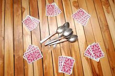 Play Spoons (Card Game) (played this along time ago but had forgotten how!)