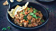 Kangaroo rogan josh with spinach, poppadoms, saffron rice and raita recipe - Tasty Dishes, Food Dishes, Kangaroo Recipe, Indian Food Recipes, Healthy Recipes, Healthy Meals, Savoury Recipes, Healthy Eating, Poppadoms
