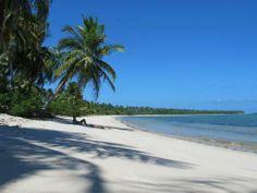 Praia deserta em Moreré, na ilha de Boipeba, na Bahia Foto: Flávia Milhorance / O Globo