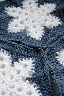 новогодний зимний плед крючком из шестиугольных мотивов снежинки