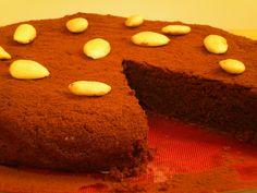 Almond and Dark Chocolate Cake (gluten free)  http://chocoblogdoraul.blogspot.com/2011/08/bolo-de-amendoa-com-chocolate-amargo.html  #foodie #foodporn #foodgasm #chocolate #chocoblogdoraul #chocoblog #glutenfree