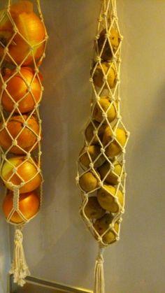 Macrame Design, Macrame Art, Macrame Projects, Yarn Crafts, Diy And Crafts, Arts And Crafts, Macrame Plant Hangers, Macrame Patterns, Handicraft